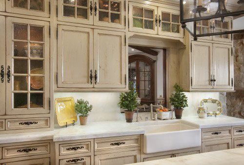 An Antique Finish Lends Cabinets A Classic Look That Never Goes Out Of  Style. Depending On Your Other Stylistic Choices, This Look Can Give A  Kitchen A ...