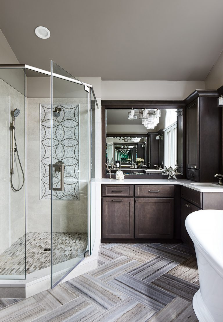 Case remodeling bathroom with large mirror above vanty