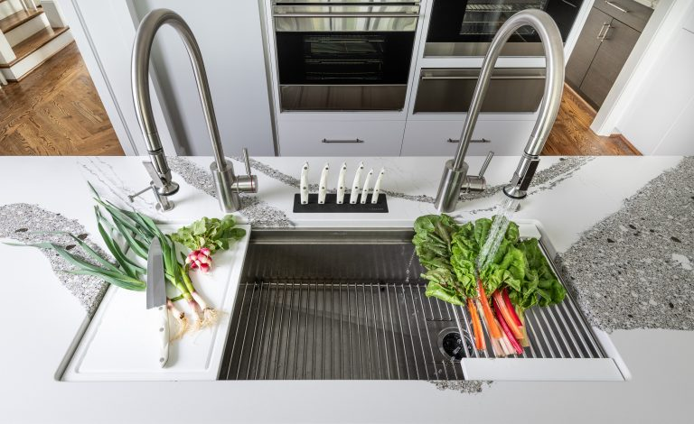 undermount kitchen sink with drain strainer, tray and cutting board